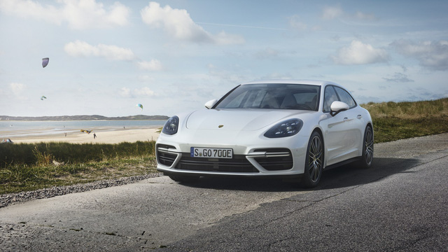Porsche vén màn phiên bản chỉ tiêu thụ 3 lít xăng/100 km của Panamera 2017 - Ảnh 1.