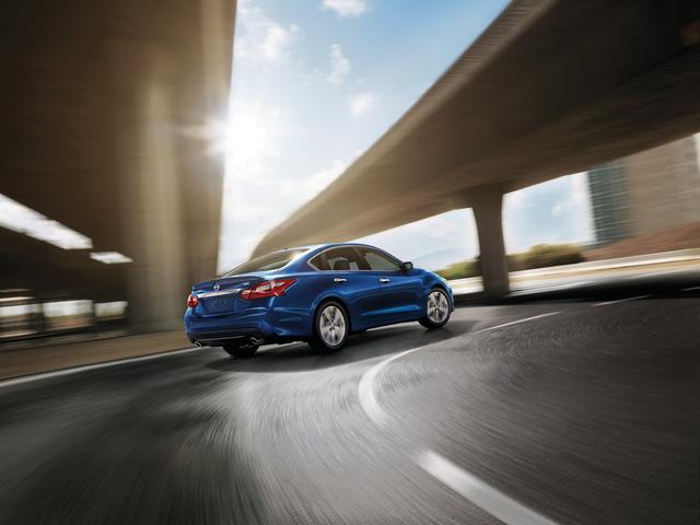 Nissan Teana phiên bản Mỹ được trang bị tốt hơn để cạnh tranh Toyota Camry và Honda Accord - Ảnh 2.