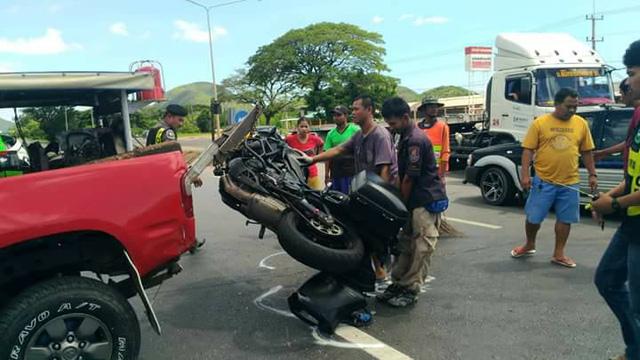 Nữ biker điều khiển mô tô phân khối lớn đâm lõm cả sườn ô tô sang đường - Ảnh 7.