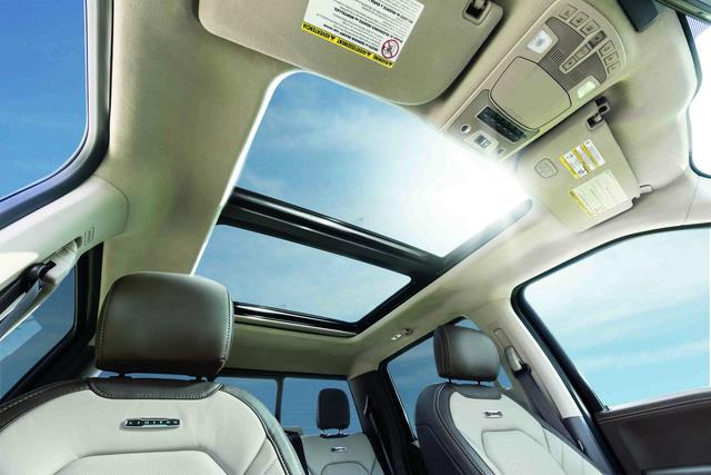 Ford F-Series Super Duty Limited - Limousine của dòng xe bán tải cỡ lớn - Ảnh 10.