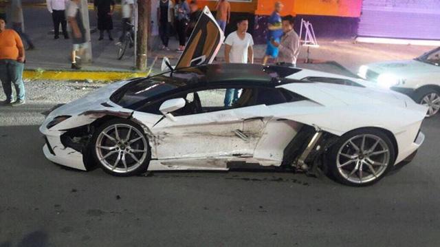 Đâm vào sườn siêu xe Lamborghini Aventador, tài xế taxi tạ ơn trời vì không bị bắt đền - Ảnh 3.