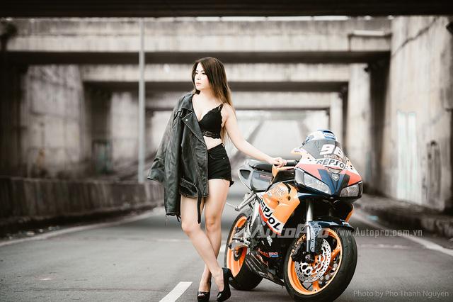 Cô nàng lả lơi bên Honda CBR600 - Ảnh 9.