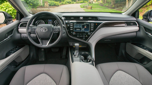 Toyota Camry 2018 có thể tránh được tai nạn ở vận tốc 40 km/h - Ảnh 2.