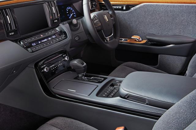 Toyota Century 2018 - Limousine 4 cửa, 4 chỗ mang kiểu dáng hoài cổ - Ảnh 8.