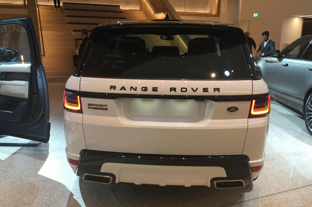 Lần đầu chiêm ngưỡng vẻ đẹp bằng xương, bằng thịt của Range Rover Sport 2018 - Ảnh 3.