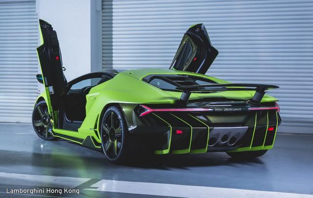 Mãn nhãn với Lamborghini Centenario màu xanh cốm nhám tuyệt đẹp của đại gia châu Á - Ảnh 1.