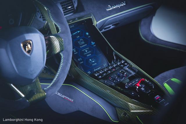 Mãn nhãn với Lamborghini Centenario màu xanh cốm nhám tuyệt đẹp của đại gia châu Á - Ảnh 5.