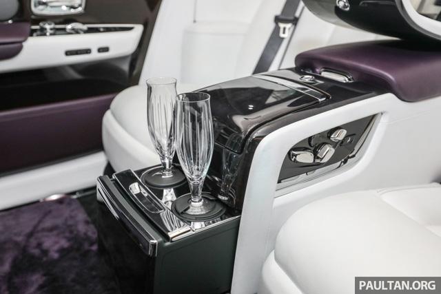 Xe siêu sang Rolls-Royce Phantom 2018 ra mắt Đông Nam Á với giá chưa thuế từ 11,8 tỷ Đồng - Ảnh 16.