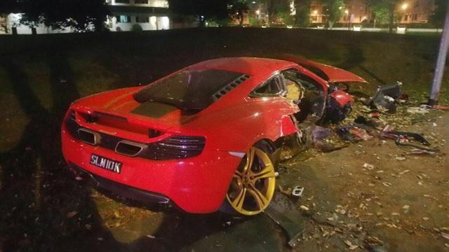 Hiện trường rùng mình của vụ tai nạn giữa siêu xe McLaren 12C và taxi - Ảnh 3.