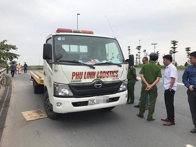 Tập thể dục gần cầu Nhật Tân, 2 phụ nữ bị xe cứu hộ tông chết - Ảnh 1.