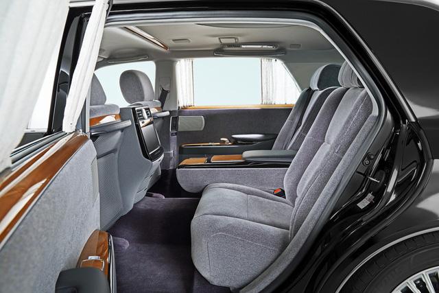 Chiêm ngưỡng vẻ đẹp hoài cổ của limousine 4 cửa Toyota Century 2018 ngoài đời thực - Ảnh 7.