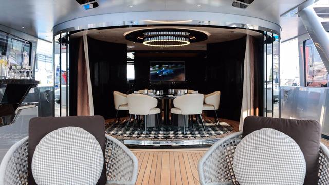 Choáng ngợp với vẻ đẹp của siêu du thuyền trị giá 334 tỷ Đồng của Porsche - Ảnh 17.