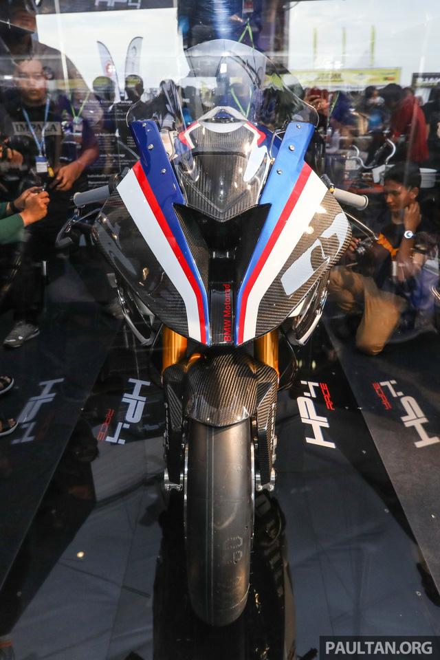 Mô tô siêu nhẹ và công nghệ cao BMW HP4 Race có mặt tại Đông Nam Á, giá từ 2,8 tỷ Đồng - Ảnh 2.