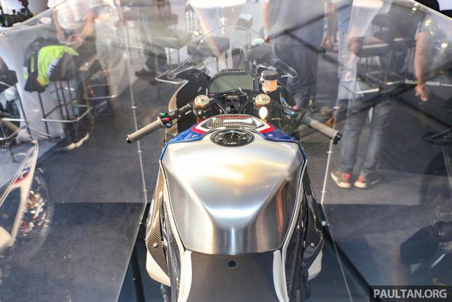 Mô tô siêu nhẹ và công nghệ cao BMW HP4 Race có mặt tại Đông Nam Á, giá từ 2,8 tỷ Đồng - Ảnh 7.