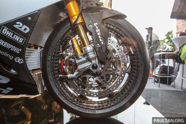Mô tô siêu nhẹ và công nghệ cao BMW HP4 Race có mặt tại Đông Nam Á, giá từ 2,8 tỷ Đồng - Ảnh 9.