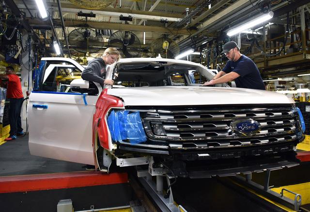 SUV 8 chỗ Ford Expedition 2018 lên dây chuyền sản xuất, sẵn sàng cạnh tranh Toyota Sequoia - Ảnh 1.