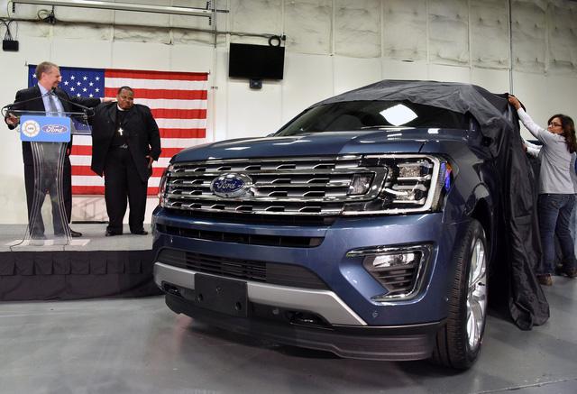SUV 8 chỗ Ford Expedition 2018 lên dây chuyền sản xuất, sẵn sàng cạnh tranh Toyota Sequoia - Ảnh 2.