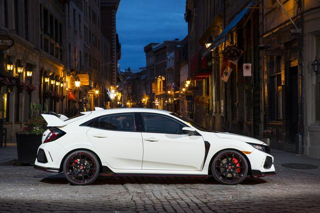 Xe hiệu suất cao Honda Civic Type R tăng giá ở phiên bản 2018 - Ảnh 1.
