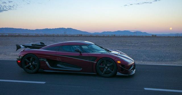 Koenigsegg Agera RS đánh bại Bugatti Veyron Super Sport để trở thành ông hoàng tốc độ mới - Ảnh 2.