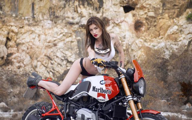 Cô nàng khoe thân bên xế độ BMW R NineT Malboro - Ảnh 7.