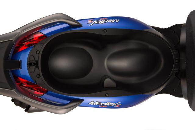 Cạnh tranh Honda SH dịp cuối năm, Piaggio Medley giảm 5 triệu đồng - Ảnh 4.