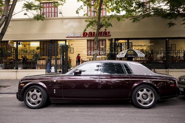 Nghệ nhân Rolls-Royce sẽ khóc thét khi nhìn thấy coachline của chiếc Phantom Rồng này - Ảnh 1.