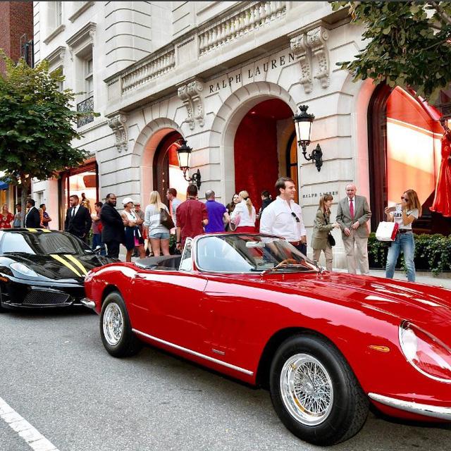 Ralph Lauren trưng bày bộ 3 siêu xe Ferrari hàng hiếm tại kinh đô thời trang của thế giới - Ảnh 2.