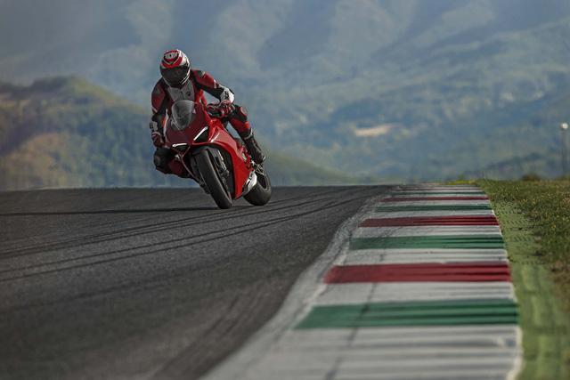 Ducati Panigale V4 - Siêu mô tô mạnh nhất lịch sử - Ảnh 10.