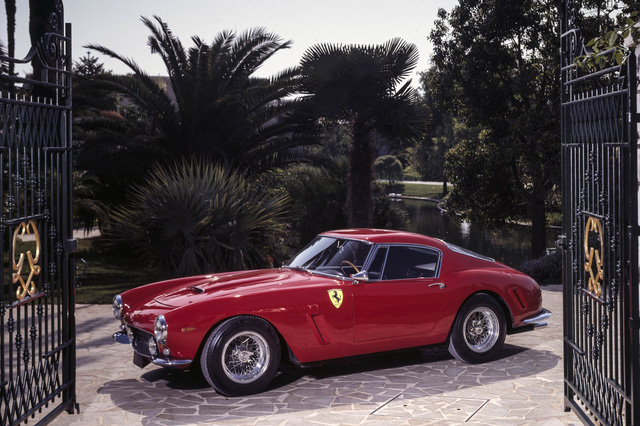 Màu đỏ của Ferrari được đặt một cái tên kiều diễm là Rosso Corsa