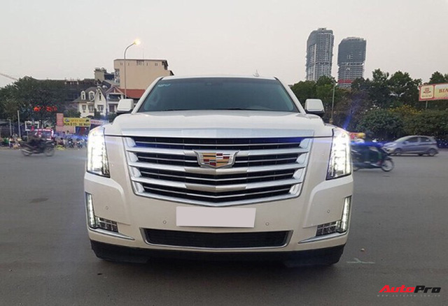"""""""Khủng long Mỹ"""" Cadillac Escalade ESV cũ rao bán giá giá 5,8 tỷ đồng tại Hà Nội - Ảnh 1."""