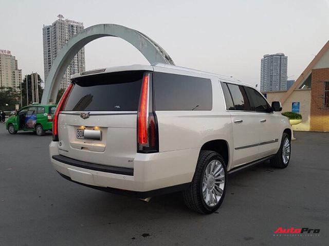 """""""Khủng long Mỹ"""" Cadillac Escalade ESV cũ rao bán giá giá 5,8 tỷ đồng tại Hà Nội - Ảnh 2."""