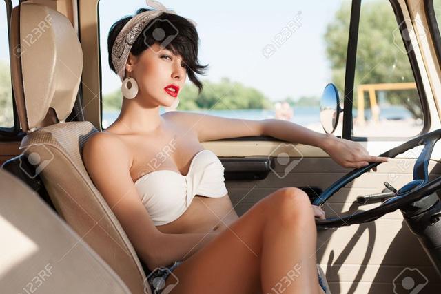 Mua he ruc ro cung co nang goi cam ben xe minivan