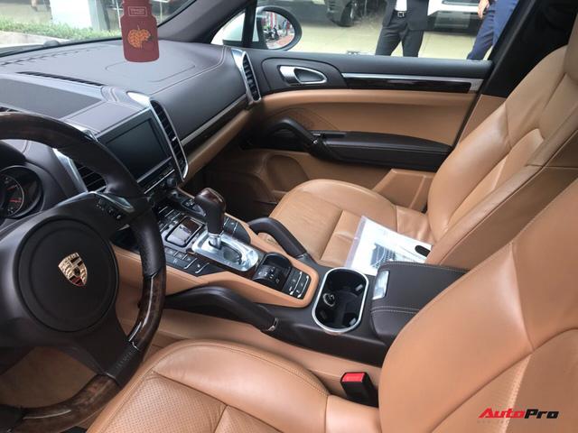 Porsche Cayenne đời cũ giá bằng một nửa đời mới tại Hà Nội - Ảnh 7.