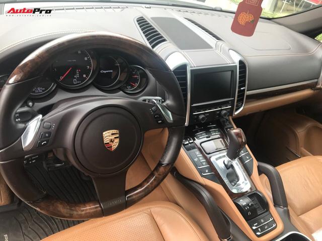 Porsche Cayenne đời cũ giá bằng một nửa đời mới tại Hà Nội - Ảnh 6.