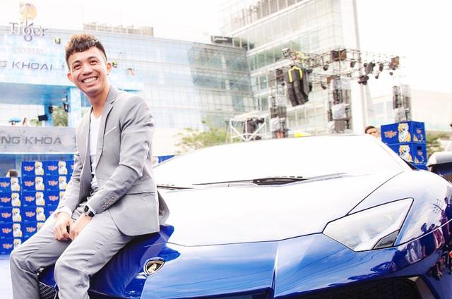 Video Minh Nhựa cầm lái Lamborghini Aventador SV trên đại lộ Võ Văn Kiệt - Ảnh 2.