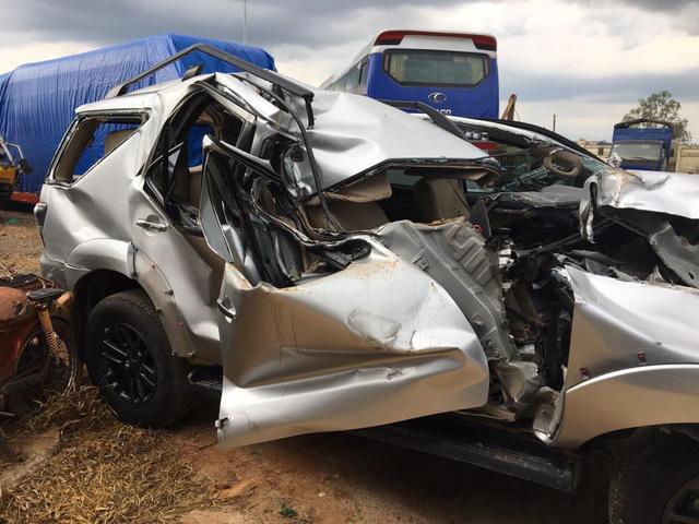 Lộ ảnh Toyota Fortuner nát bét nhưng túi khí không nổ khiến cư dân mạng xôn xao - Ảnh 1.