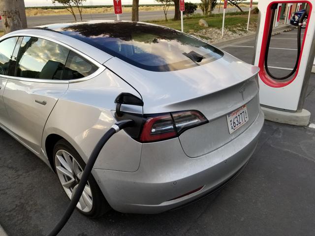 Sách hướng dẫn sử dụng Tesla Model 3 lần đầu lộ diện với nhiều thông tin chưa từng công bố - Ảnh 3.