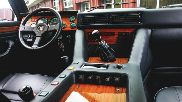 Lamborghini LM002 đã qua sử dụng có giá đắt hơn hai chiếc Lamborghini Urus đập hộp - Ảnh 3.