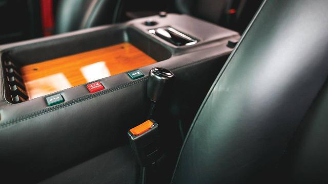 Lamborghini LM002 đã qua sử dụng có giá đắt hơn hai chiếc Lamborghini Urus đập hộp - Ảnh 8.