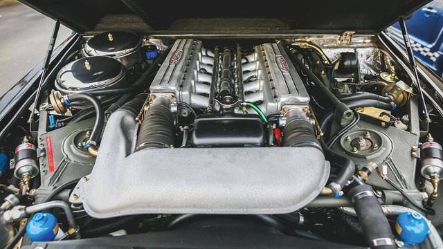 Lamborghini LM002 đã qua sử dụng có giá đắt hơn hai chiếc Lamborghini Urus đập hộp - Ảnh 2.