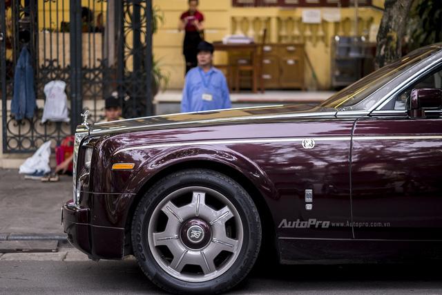 Nghệ nhân Rolls-Royce sẽ khóc thét khi nhìn thấy coachline của chiếc Phantom Rồng này - Ảnh 3.