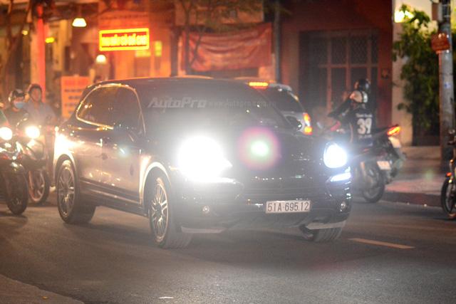 Vợ chồng Hà Tăng đến dự tiệc cưới Hoa hậu Thu Thảo trên Range Rover Autobiography 8 tỷ Đồng - Ảnh 15.