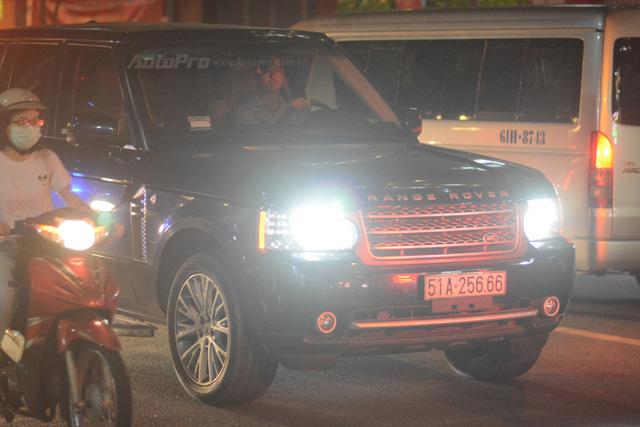 Vợ chồng Hà Tăng đến dự tiệc cưới Hoa hậu Thu Thảo trên Range Rover Autobiography 8 tỷ Đồng - Ảnh 8.