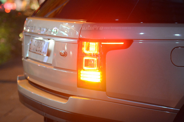 Vợ chồng Hà Tăng đến dự tiệc cưới Hoa hậu Thu Thảo trên Range Rover Autobiography 8 tỷ Đồng - Ảnh 6.
