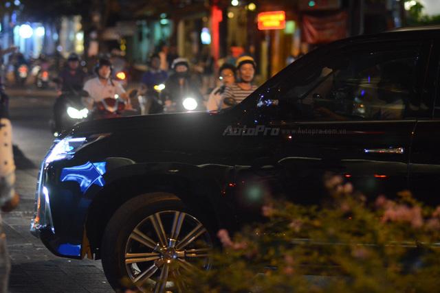 Vợ chồng Hà Tăng đến dự tiệc cưới Hoa hậu Thu Thảo trên Range Rover Autobiography 8 tỷ Đồng - Ảnh 14.