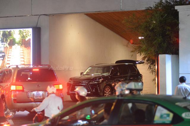 Vợ chồng Hà Tăng đến dự tiệc cưới Hoa hậu Thu Thảo trên Range Rover Autobiography 8 tỷ Đồng - Ảnh 12.
