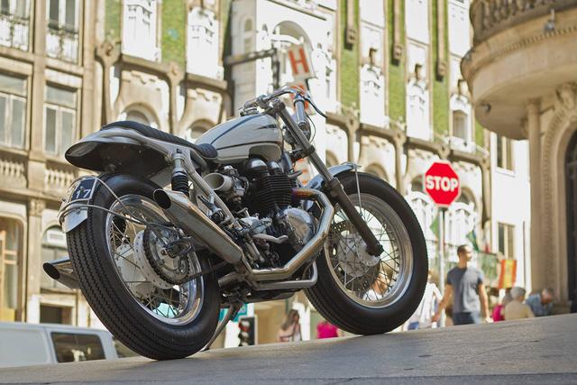 """""""HOT ROD' – chiếc Triumph Bonneville độ đầy đam mê từ Bồ Đào Nha - Ảnh 2."""