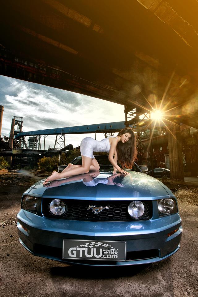 Thiếu nữ lấp ló vòng 1 căng tròn bên Ford Mustang - Ảnh 3.