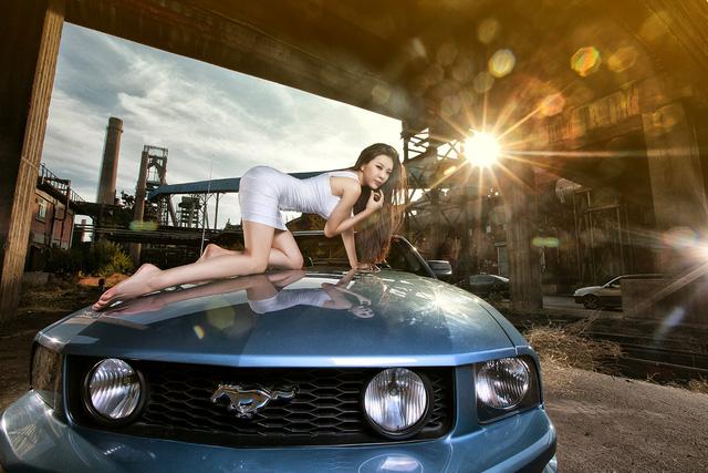 Thiếu nữ lấp ló vòng 1 căng tròn bên Ford Mustang - Ảnh 4.