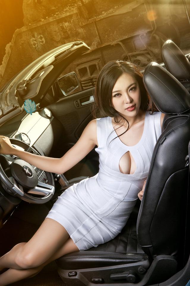 Thiếu nữ lấp ló vòng 1 căng tròn bên Ford Mustang - Ảnh 7.